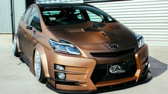 MANGA-TUNING: PERHAPS THE MOST INSANE PRIUS
